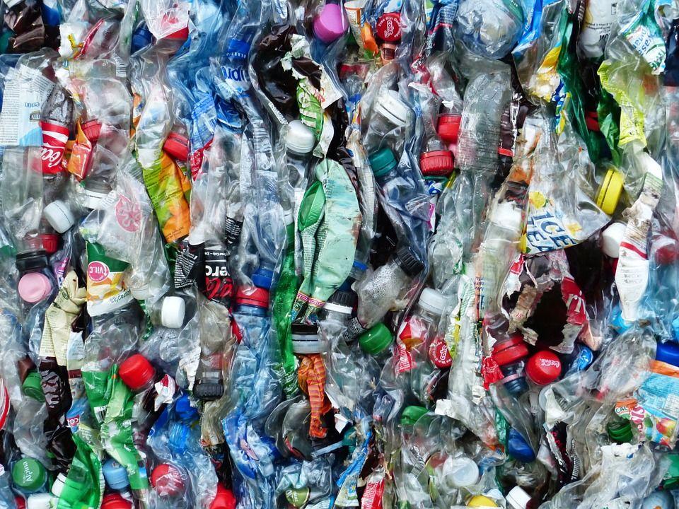Materiál ktorý nepatrí dokrbu - plasty
